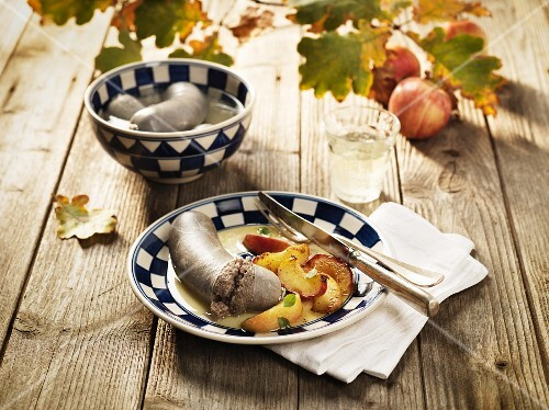 Fresh liver sausage with apples