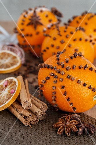 Studded oranges, star anise and cinnamon sticks