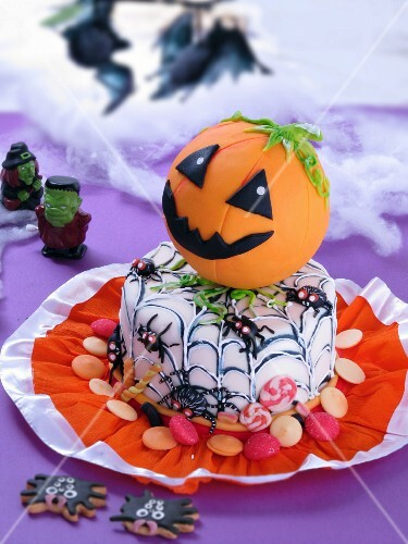 A Halloween cake decorated with a pumpkin