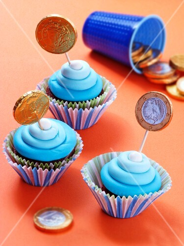 Cupcakes decorated with chocolate coins