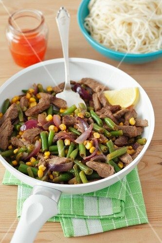 Beef with green beans and sweetcorn