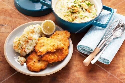 Lemon schnitzel with mashed potato