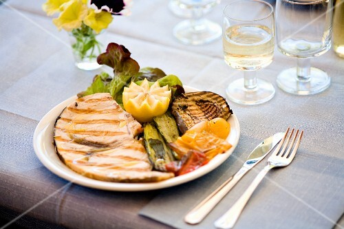 Pesce spade con verdure grigliate (chargrilled fish and vegetables, Italy)