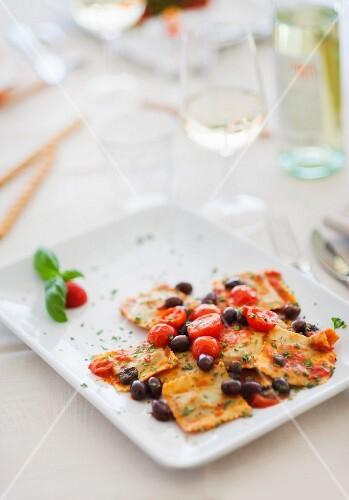 Ravioli al pomodoro con le olive (ravioli with tomato sauce and olives)