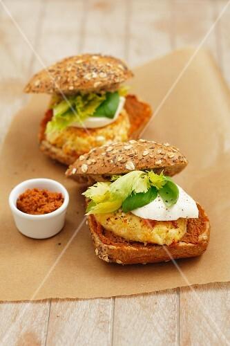 Vegetable burgers with mozzarella