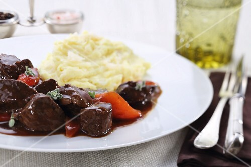 Beef goulash with carrots and mashed potato