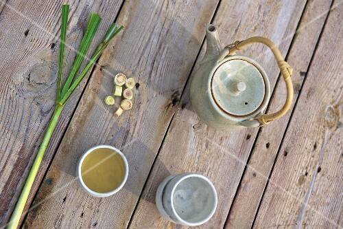Lemongrass tea, tea paraphernalia and fresh lemongrass