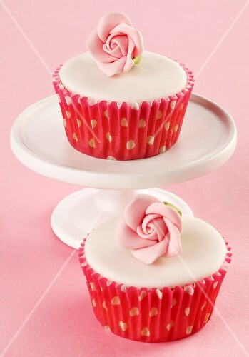 Cupcakes with white glaze and sugar roses