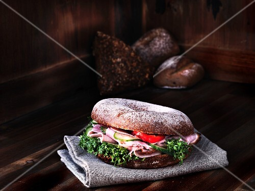 Bagel with ham and cress