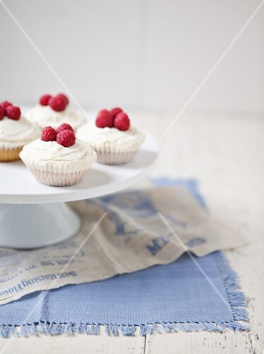 Cupcakes with raspberries