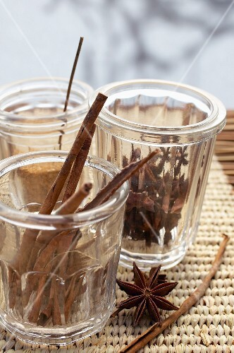 Cinnamon sticks and star anise in glasses