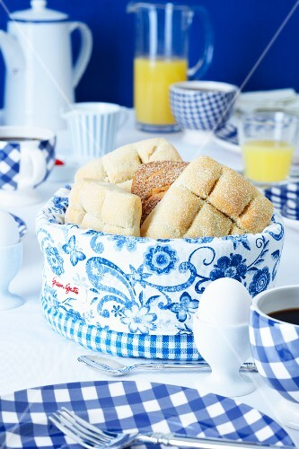 A bread basket on a table laid with a Dutch theme