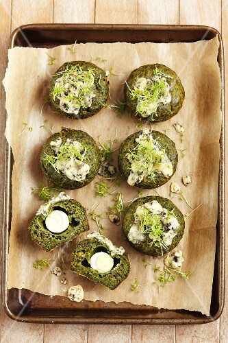 Spinach muffins with quail's egg and cress
