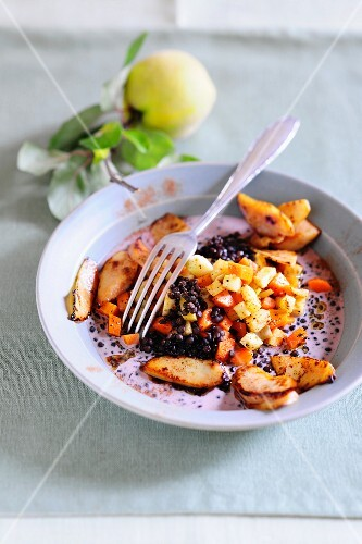 Lentil stew with vegetables and quinces