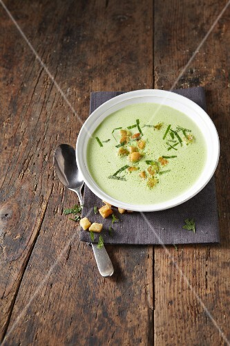 Pea soup with croutons