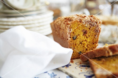 Pumpkin cake with crumble topping