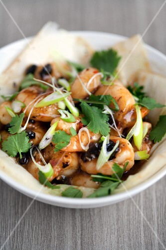 Spicy prawns with black beans, lemongrass and coriander