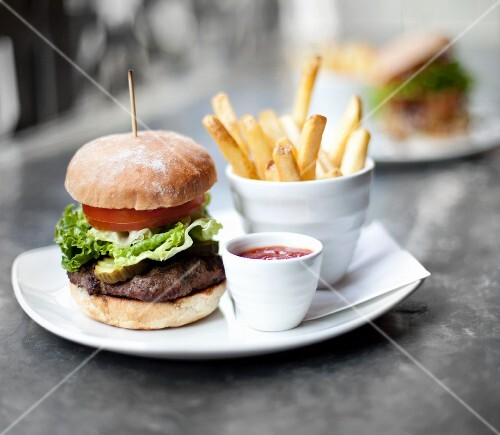 Hamburger with Lettuce, Tomato and Pickle, Fries