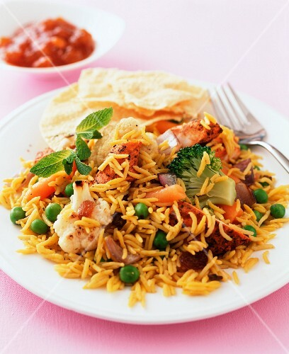 Rice with curried chicken and vegetables