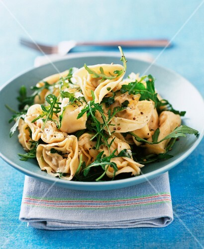Tortellini with butter and rocket