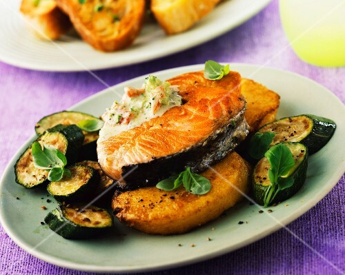 Salmon steak with courgettes and a herb sauce