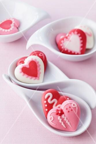 Sugar hearts in small dishes