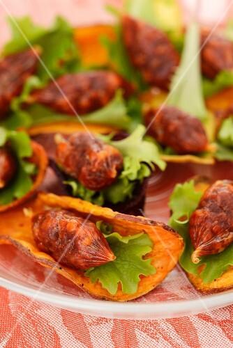 Vegetables crisps with chorizo