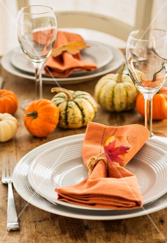 Table with autumnal decorations