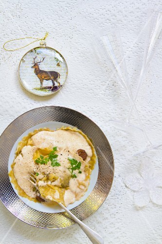 Chestnut ravioli with ricotta and porcini emulsion (Christmassy)