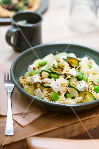 Spiral pasta with ricotta, beans and courgette