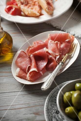 Serrano ham, green olives and tomato bread