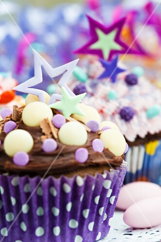 Cupcakes decorated with stars and candies for a party