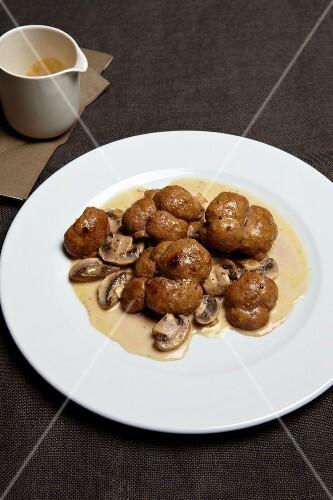 Veal kidneys with mushrooms