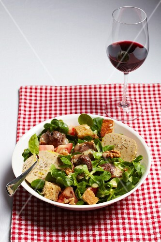 Salade Gascogne with goose liver, tomatoes and croutons (France)