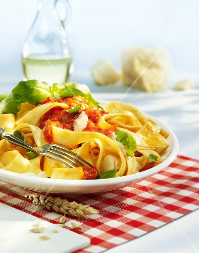 Tagliatelle with tomato sauce and basil