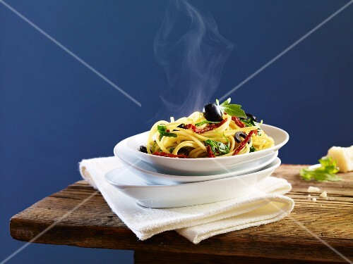 Spaghetti with dried tomatoes, olives and basil