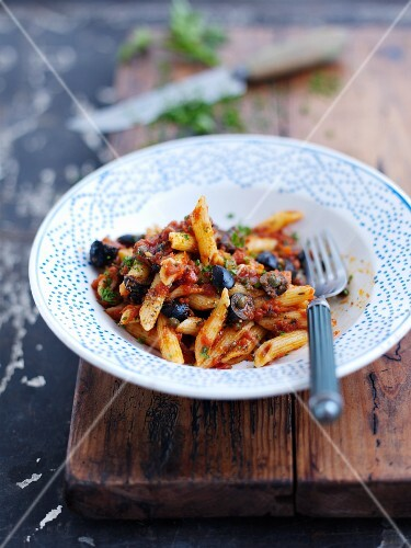 Penne alla puttanesca (Pasta with tomatoes, capers, olives)