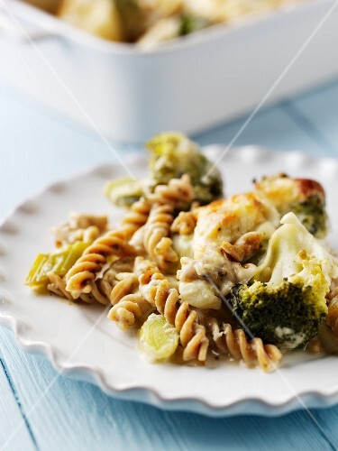 Broccoli-noodle casserole