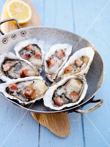 Oysters with cooked diced bacon