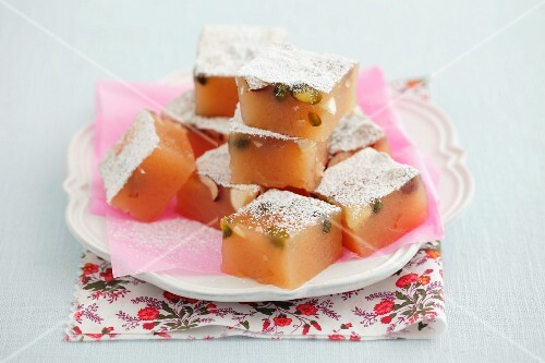 Home-made lokum with pistachios and icing sugar