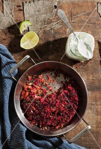 Beetroot rice with yoghurt sauce