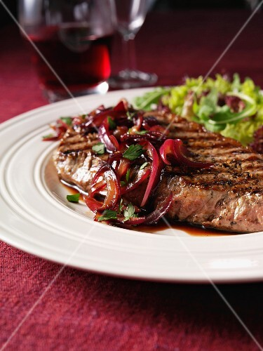Beef steak with balsamic vinegar and red onions