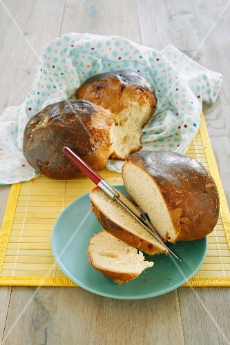 Pinza pasquale (traditional Easter cake, Italy)