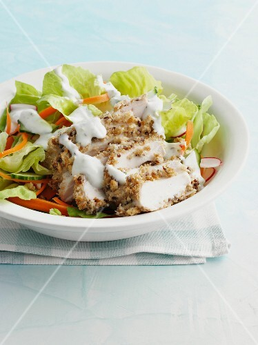 Chicken breast with salad and yoghurt dressing