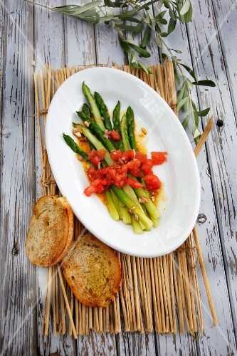Green asparagus salad with diced tomatoes and toasted baguette slices