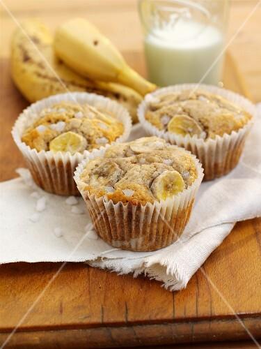Honey and banana muffins with sugar crystals