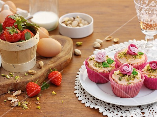 White chocolate cupcakes with strawberries and pistachios