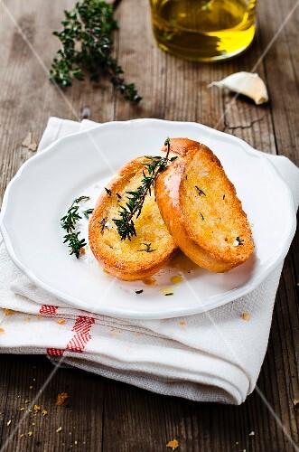 Garlic bread with thyme