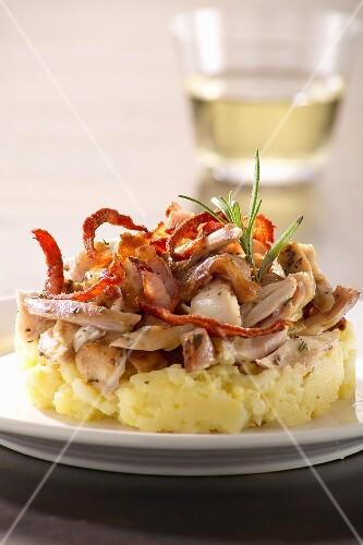 Tortini al coniglio (rabbit on mashed potato, Italy)