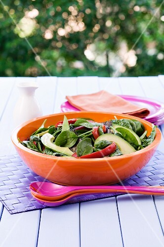 Spinach salad with fried vegetables and avocado